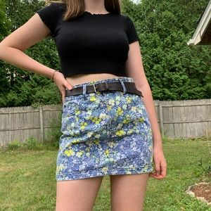 Adorable blue and yellow floral denim skirt 💙